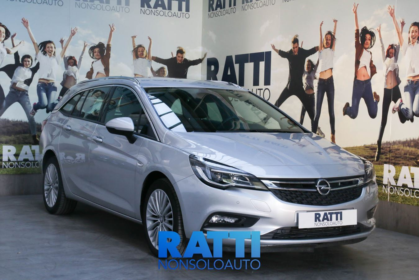 OPEL Astra 1.6 MDE 110CV Sports Tourer Innovation GAN SOVEREIGN SILVER cambio Manuale Diesel Aziendale station wagon 5 porte 5 posti EURO 6