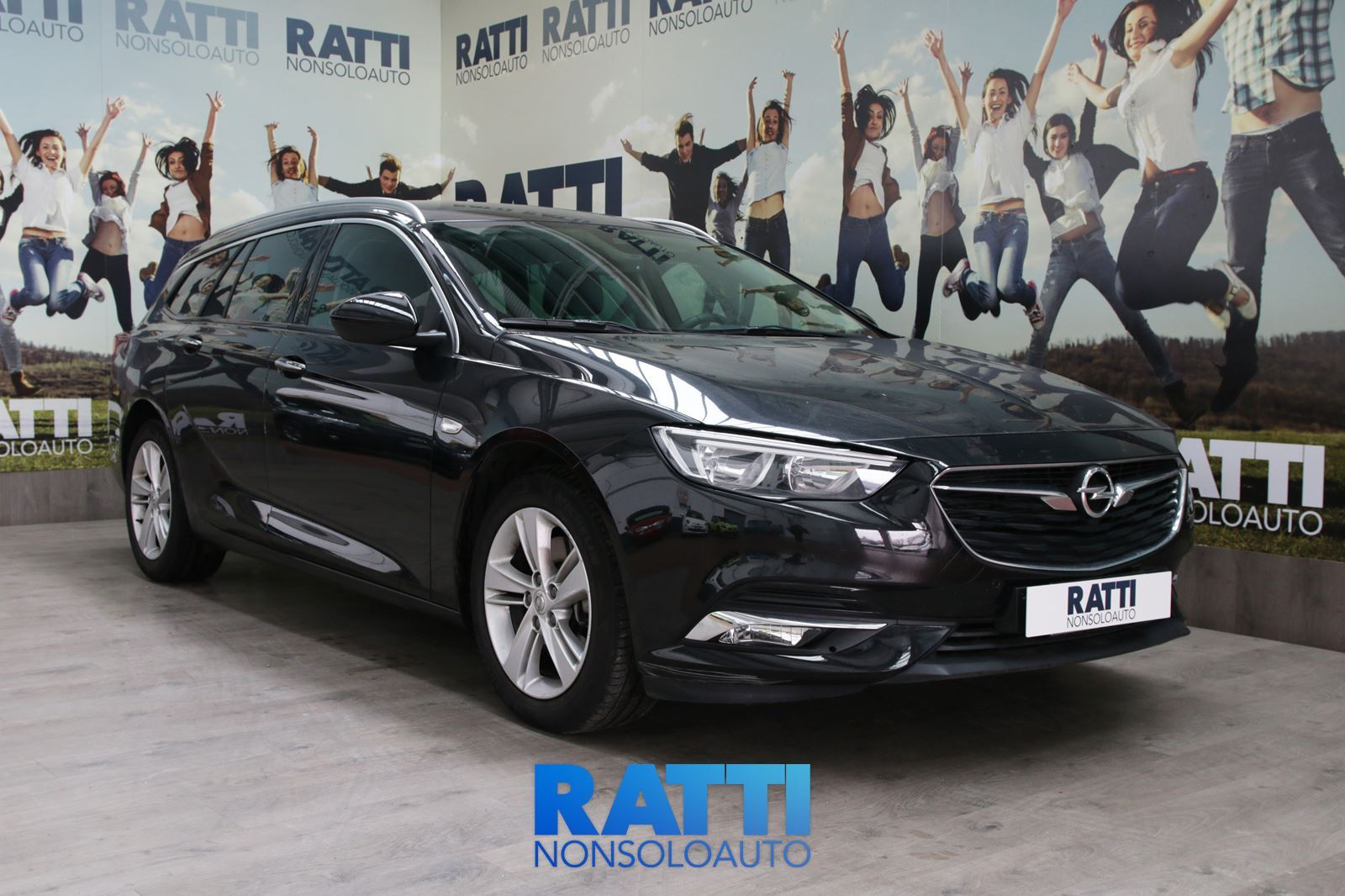 OPEL INSIGNIA SPORTS TOURER INNOVATION 1.6 136CV  Black Meet Kettle  cambio Automatico Diesel Aziendale station wagon 5 porte 5 posti EURO 6