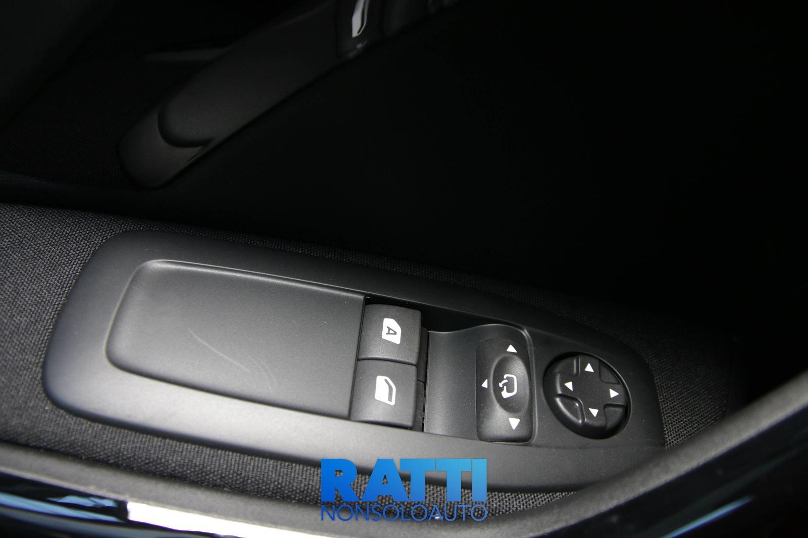 Peugeot 208 1.2 82CV Signature