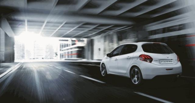 Edizione esclusiva Ice White, Peugeot 208 GT Line si colora così!