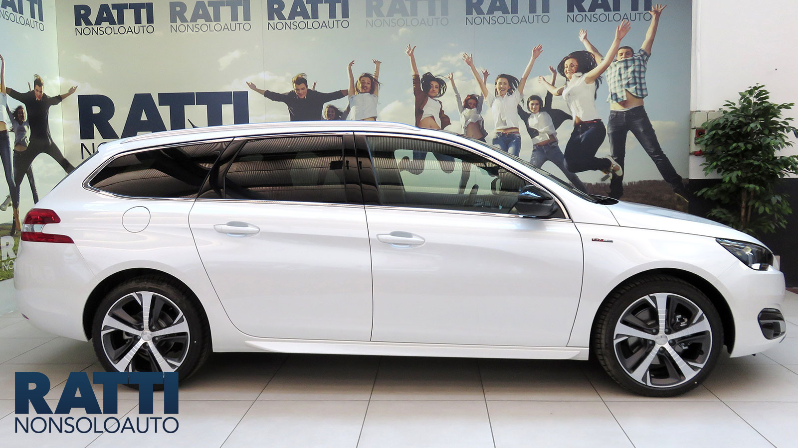 Peugeot 308 BlueHDi 150 EAT6 S&S SW Business Diesel Euro6 Bianco Madreperla Km 0 foto 1